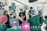 微創手術新時代丨徐州首臺達芬奇機器人在徐醫附院安裝并順利實施首例手術