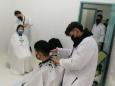 众志成城抗疫情丨唯一造型理发师义务为我院医务人员剪发