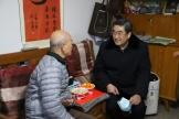 王人颢书记春节前夕看望慰问离退休老同志
