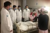 介入科看望在病区住院治疗的老党员