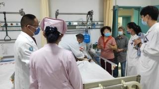 錦旗背后的故事——急診醫學科治愈一位90歲高齡病?;颊?></a>                     </li>                                   </ul>                 <ul class=
